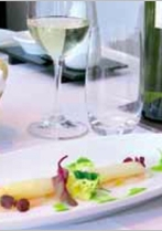 Gemarineerde zeebaars met koude asperges en kruidenvinaigrette